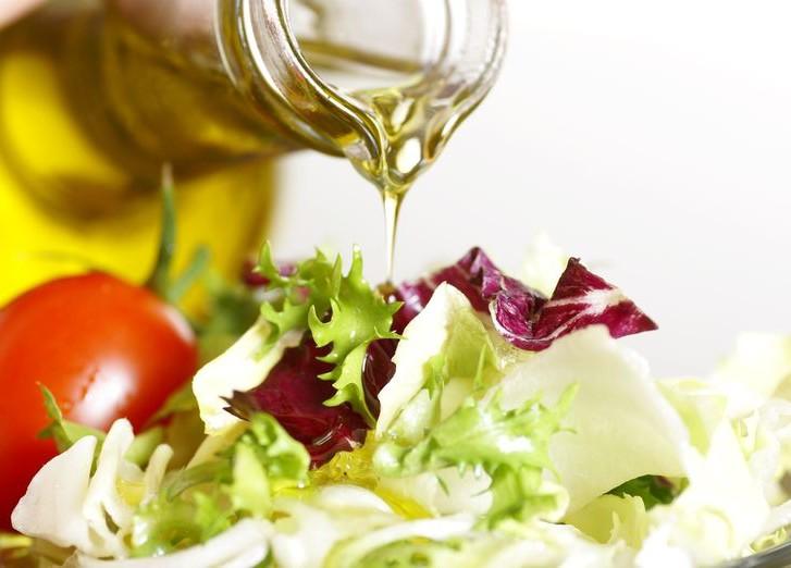 Чем заменить оливковое масло в греческом салате