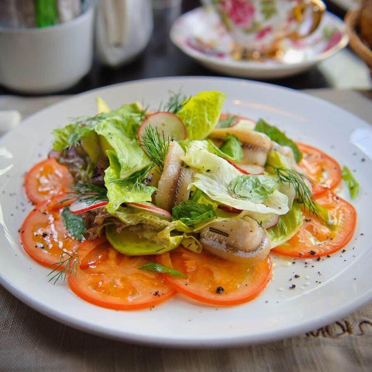 Салат с корюшкой